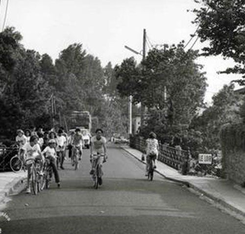 image d'archives de cyclistes amateurs
